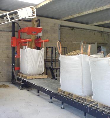 Remplissage-bigbag-convoyeur-à-rouleaux-sable-graviers-pesage-bigbagueuse-Mecabag
